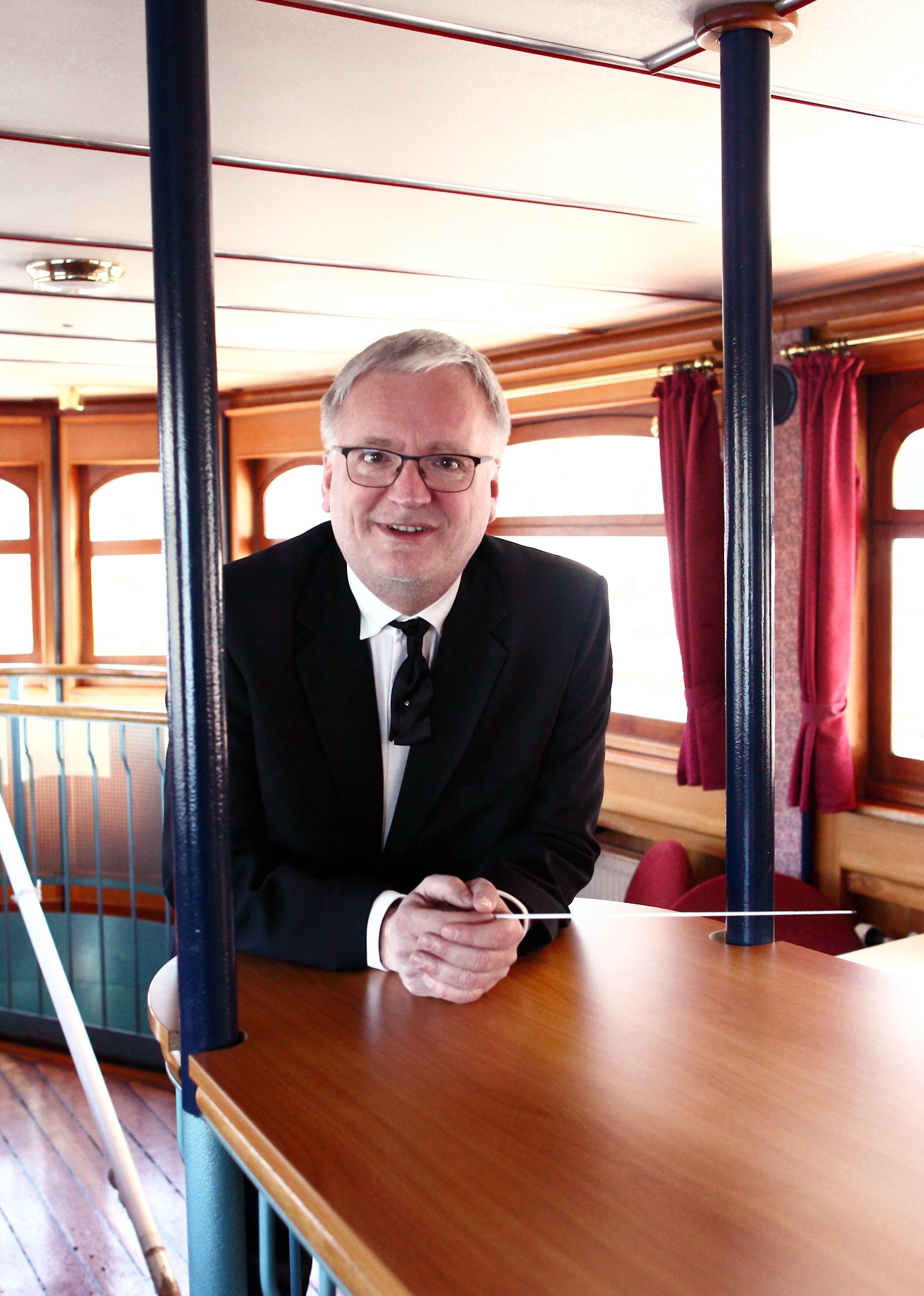 zeigt Ekkehard Klemm Foto anna.s